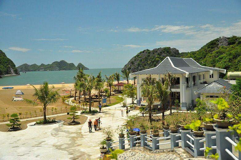 khu nghỉ dưỡng tại bãi biển Tùng Thu